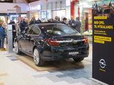 Líf og fjör hjá Opel í Kringlunni.