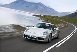 Porsche 911 ekið í Hvalfirðinum.