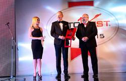 """Karl-Thomas Neumann, stjórnarformaður Opel tók við verðlaununum """"Best Buy Car of Europe 2015"""" fyrir Opel Corsa, úr hendi Ilja Seliktar, forseta AUTOBEST."""