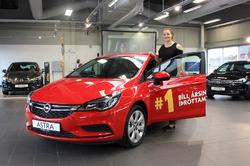 Opel Astra og Eygló Ósk.