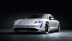 Rafbíllinn Porsche Taycan verður frumsýndur á Íslandi í mars.
