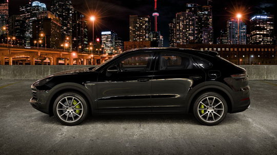 Porsche_Cayenne_Coupe_E-Hybrid_Litur-12