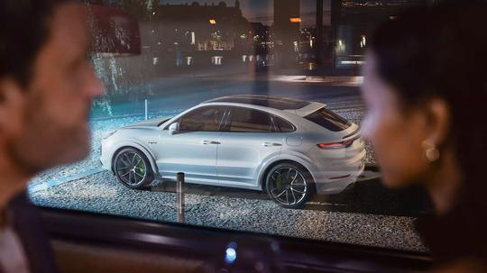Porsche_Cayenne_Coupe_E-Hybrid_-4